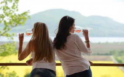 Vemte víno na dovolenou, vyfoťte ho a vyhrajte láhev bublinek