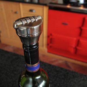 Číselný zámek na víno