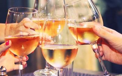 Během vinobraní v Chrudimi se okoštuje na 200 vzorků vín