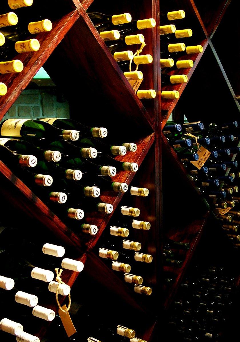 Stáčené víno ve vinotékách skokově podražilo, prodejci viní zákon