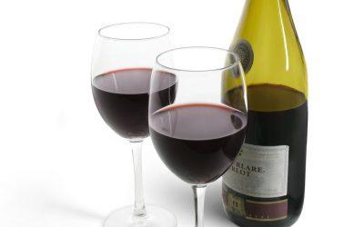 V Lednici ručně lahvovali víno k 100. výročí Mendelovy univerzity