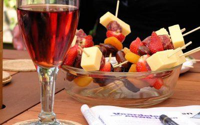 O víně: Víno by se mělo pít k jídlu, otevřít si víno po večeři není správná volba