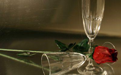 Sklenička červeného vína týdně zvyšuje u ženy šanci na početí